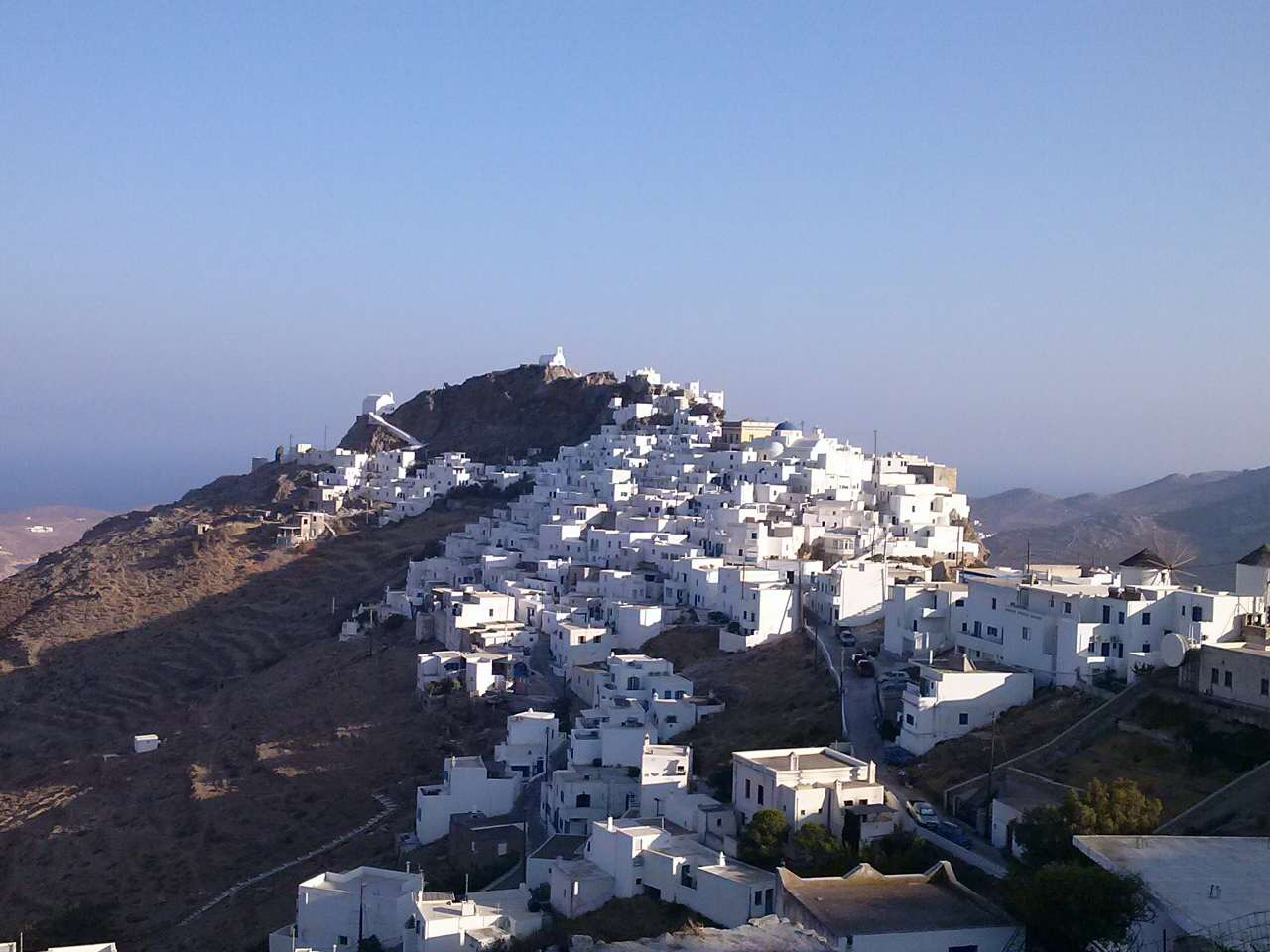 SERIFOS UNTAMED BEAUTY THAT CHANGES WITH THE LIGHT